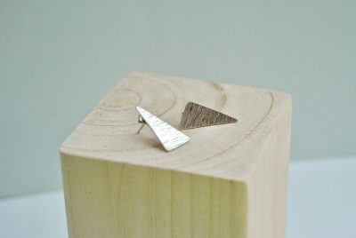 Asymmetrische oorstekers driehoek