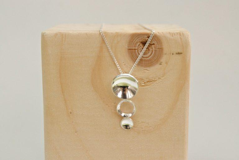 Zilveren hanger met kuipjes