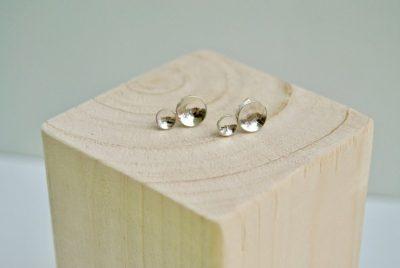 Zilveren oorstekers met kleine kuipjes