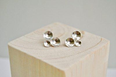 zilveren oorstekers met kuipjes