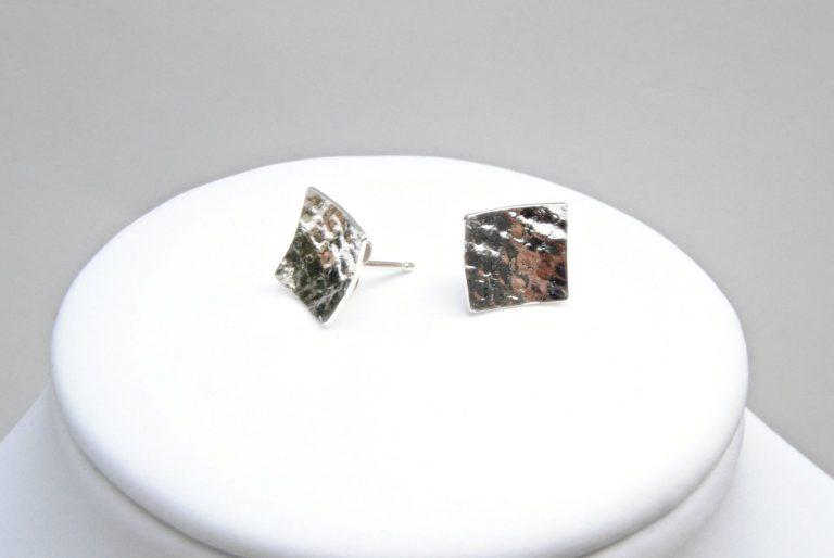 Vierkante zilveren oorstekers