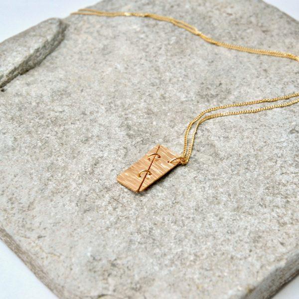 triangle hanger goud