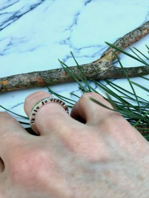 gepersonaliseerde ring met opschrift